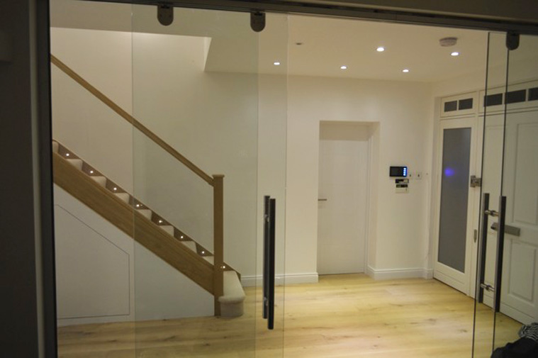 White Oak Staircase With Embedded Glass Balustrade To Your